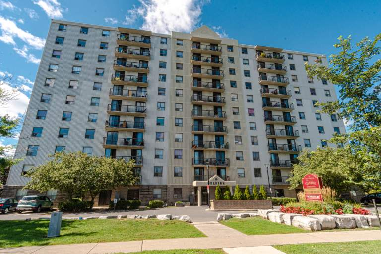 Kingston apartment for your choice with the help of real estate agencies.