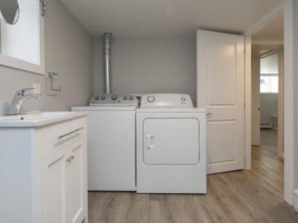 2-254 Collingwood St. - Laundry