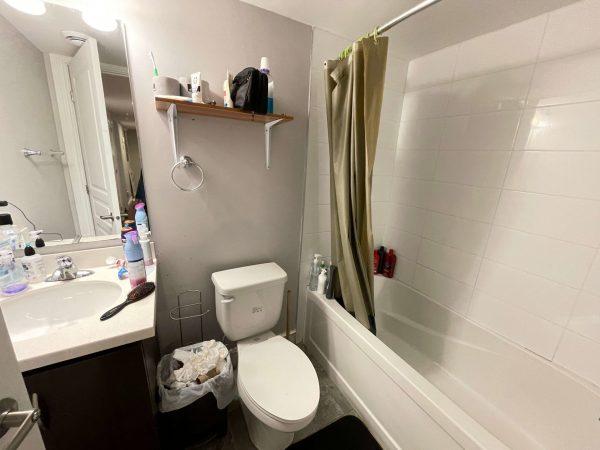8-271 Earl St bathroom 2